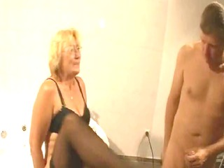 mature in nylons fucks inside the tub