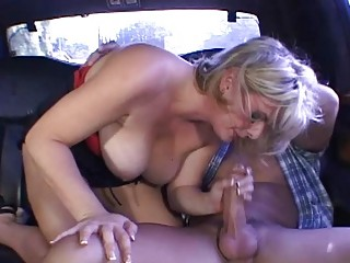 mature babe obtains filthy into the car