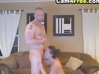 deepthroating housewife made him sperm in her oral