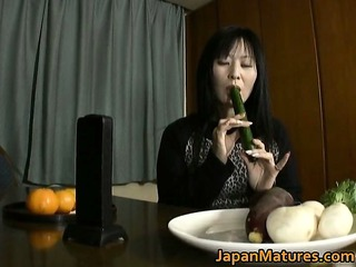 japanese mature babe enjoys masturbation