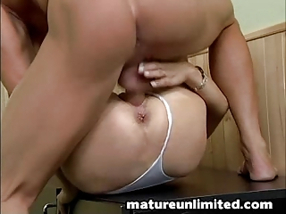 ladies hairypussy obtains fucked
