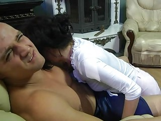 milf seduces her muscle neighbor in banging
