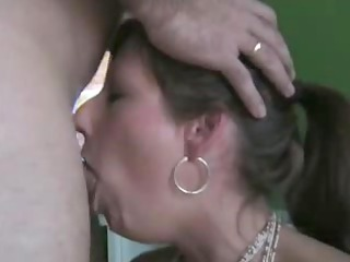 admirable housewife deepthroats and gulps the not